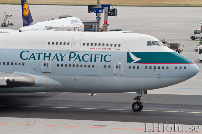 Cathay Pacific Airways, Boeing 747-400, B-HKT