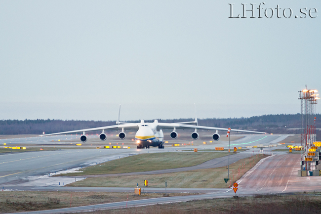Antonov An-225 Mriya, UR-82060, Arlanda, 2012